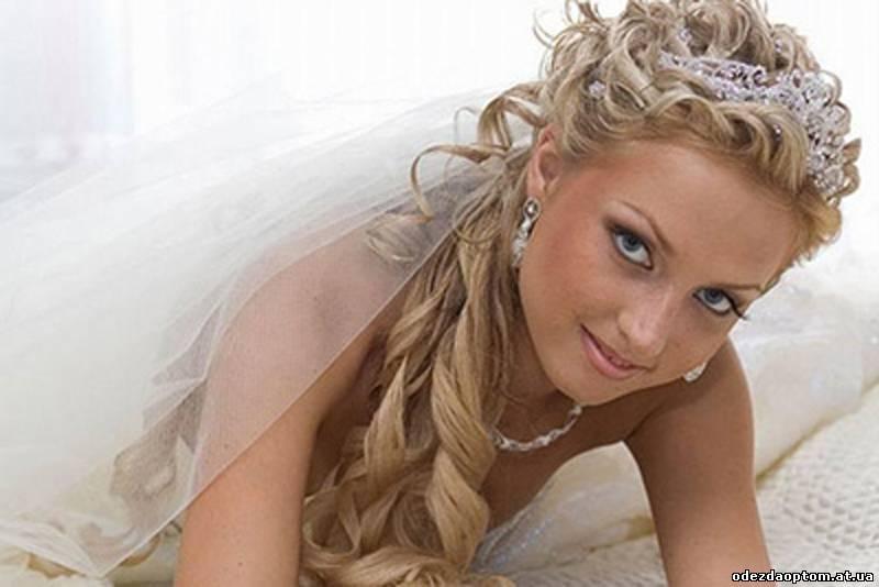 укладка свадебной прически с фатой на длинные волосы видео